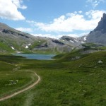 le lac d'Anterne et au loin le col d'Anterne